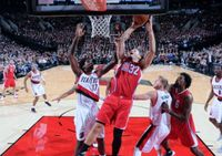 Blake Griffin Goes up Inside vs Ed Davis in Portland