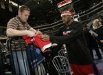 maggette signs autograph fullj.getty-76075259rh001_clpers_pacers.jpg