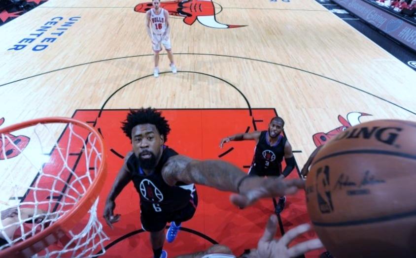 45322f28ac99 DeAndre Jordan Battles for a Rebound inside vs the Chicago Bulls ...