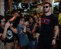 JJ Redick in Black LA Clippers Basketball Shirt & Sunglasses Arrives in China 2015